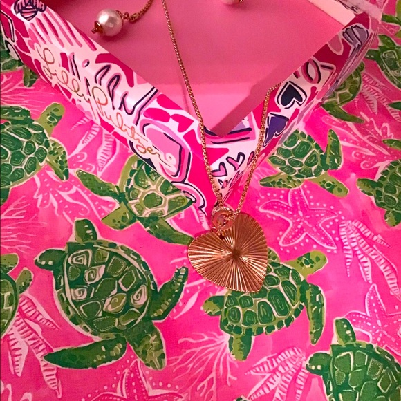 Beautiful Lilly pulitzer heart necklace